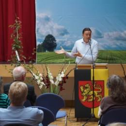Für Bündnis 90/Die Grünen gratuliert Arne Wrede