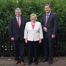 Carsten Rehbein und Mathias Eilers mit der Sozialministerin Cornelia Rundt